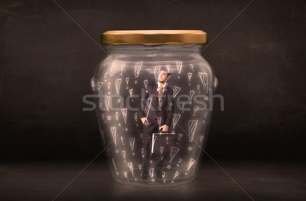 Om de afaceri prins borcan afaceri muncă sticlă Imagine de stoc © ra2studio