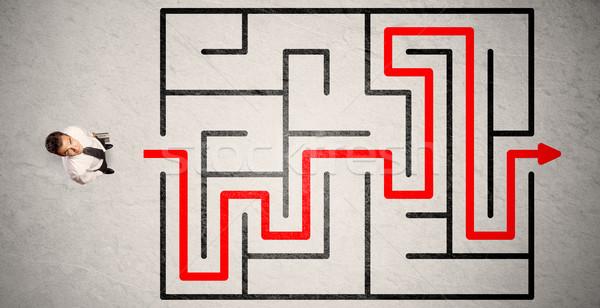 Stock fotó: Elveszett · üzletember · út · labirintus · piros · nyíl