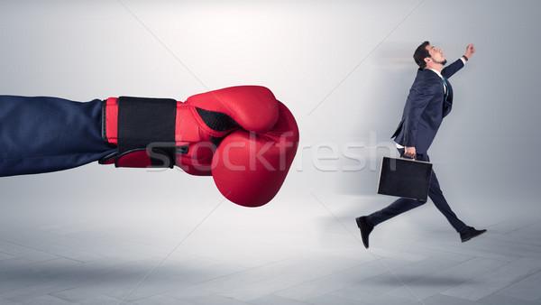 Gigante mano calci piccolo imprenditore dipendente Foto d'archivio © ra2studio