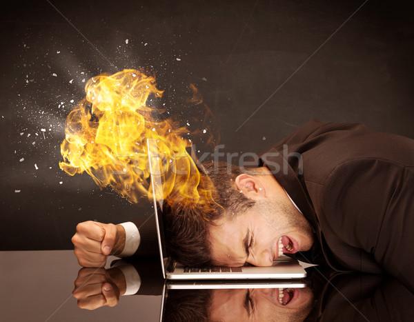 Foto d'archivio: Business · testa · brucia · depresso · imprenditore