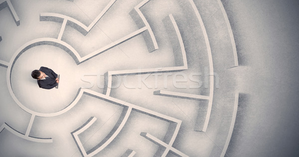 Stock fotó: üzletember · csapdába · esett · körkörös · labirintus · zavart · iroda