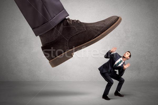 Alkalmazott félő nagy főnök láb lefelé Stock fotó © ra2studio