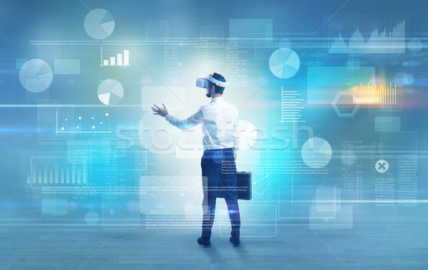 Zdjęcia stock: Biznesmen · projektu · okulary · dobrze · wygląda · wykresy