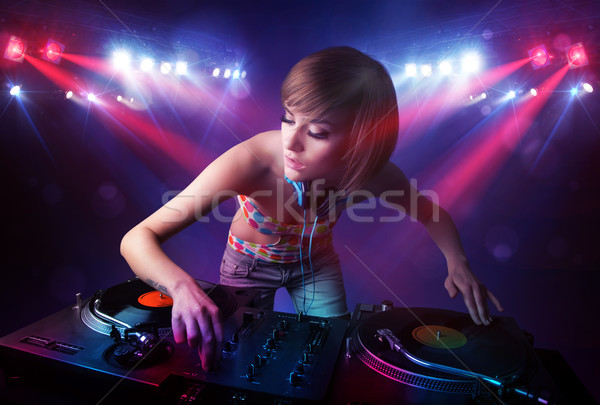 Genç kayıtlar kalabalık sahne kız parti Stok fotoğraf © ra2studio