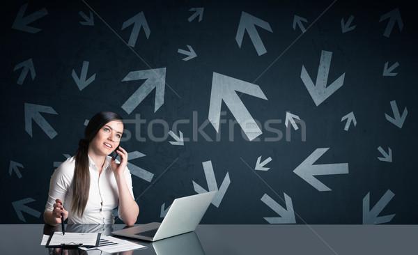 деловая женщина Стрелки успешный компьютер женщину улыбка Сток-фото © ra2studio