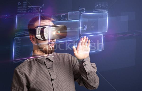 Işadamı sanal gerçeklik gözlük Stok fotoğraf © ra2studio