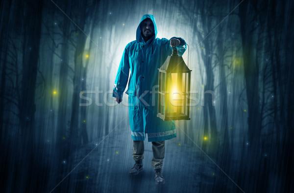 Misterioso uomo percorso foresta lanterna Foto d'archivio © ra2studio