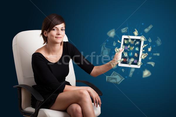 Stockfoto: Jonge · vrouw · tablet · geld · mooie · business