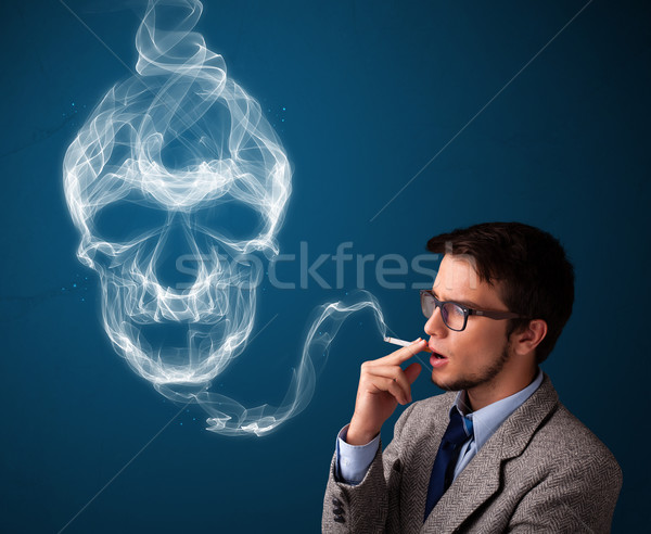 Jonge man roken gevaarlijk sigaret giftig schedel Stockfoto © ra2studio