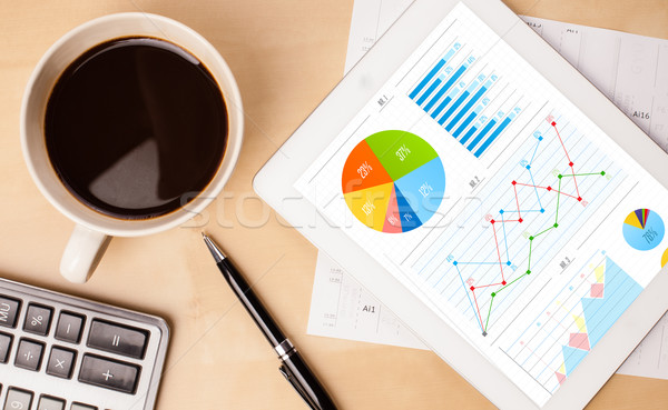 Charts scherm beker koffie bureau Stockfoto © ra2studio
