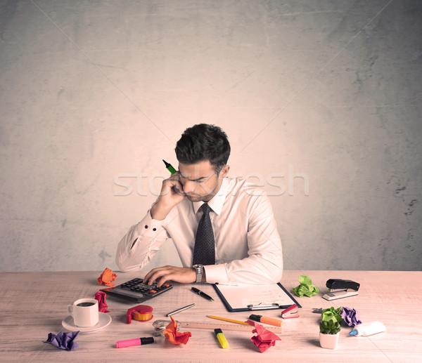 Empresario de trabajo jóvenes oficinista sesión Foto stock © ra2studio