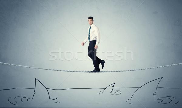 Zakenman lopen touw boven haaien dapper Stockfoto © ra2studio