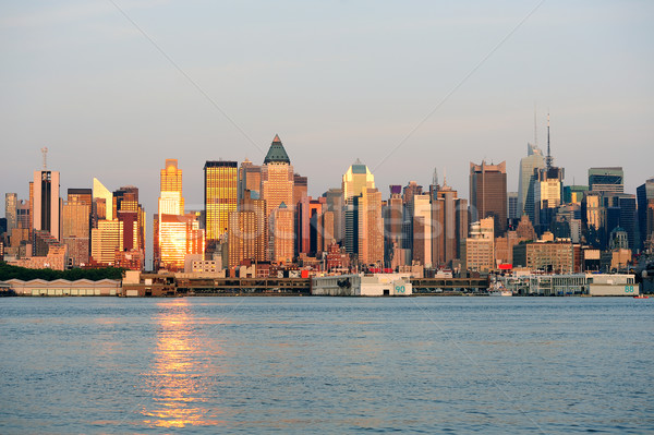 New York City Manhattan Skyline coucher du soleil réflexion gratte-ciel Photo stock © rabbit75_sto
