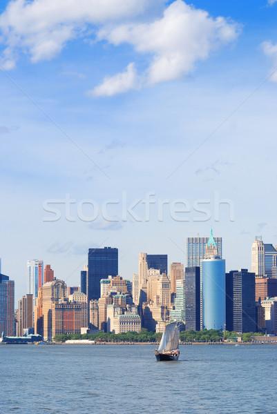 New York Manhattan sziluett felhőkarcolók vitorlázik csónak Stock fotó © rabbit75_sto