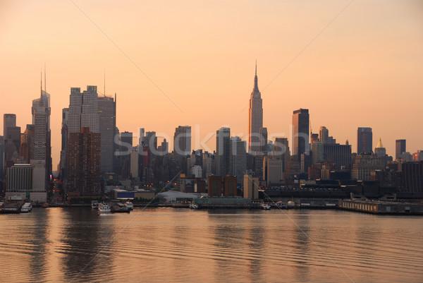 Manhattan sziluett New York Empire State Building felhőkarcolók folyó Stock fotó © rabbit75_sto