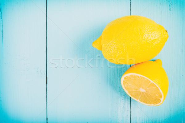 Fraîches jaune citrons table en bois alimentaire bois Photo stock © radub85