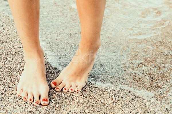 Mädchen Wasser Strand Meer Ozean Beine Stock foto © radub85