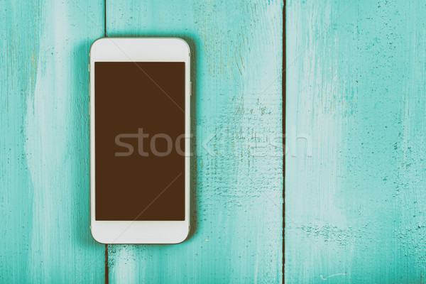 Blanche téléphone portable écran table en bois téléphone technologie Photo stock © radub85