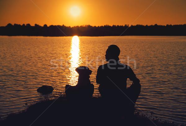 Zdjęcia stock: Znajomych · wygaśnięcia · człowiek · psa · spaceru · jezioro