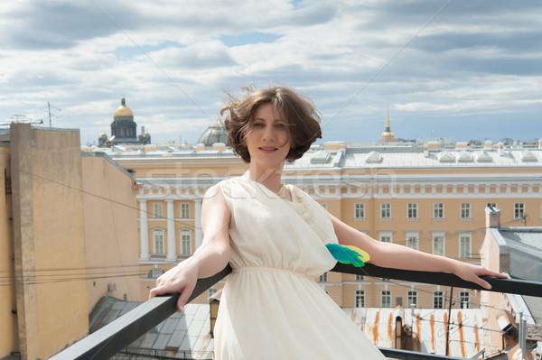 Piękna kobieta przepiękny uśmiechnięta kobieta wiatr dachu moda Zdjęcia stock © raduga21