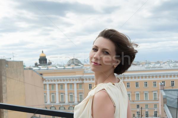 улыбаясь ветер великолепный женщина улыбается крыши Сток-фото © raduga21