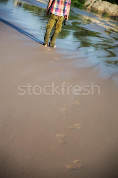 Boso piasku ślady mokro mężczyzna nogi Zdjęcia stock © raduga21
