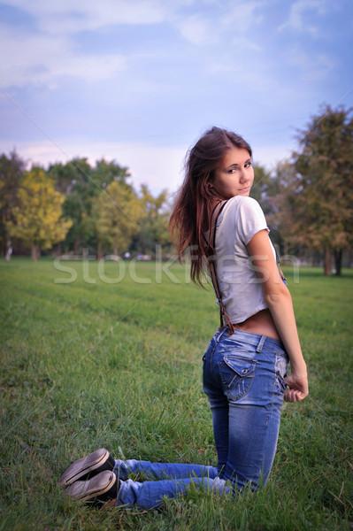 Jeden student długie włosy dżinsy łące kobiet Zdjęcia stock © raduga21