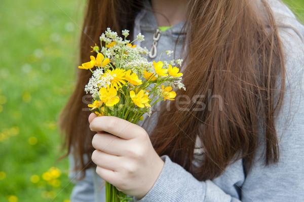 Bukiet kwiaty ręce strony trawy charakter Zdjęcia stock © raduga21