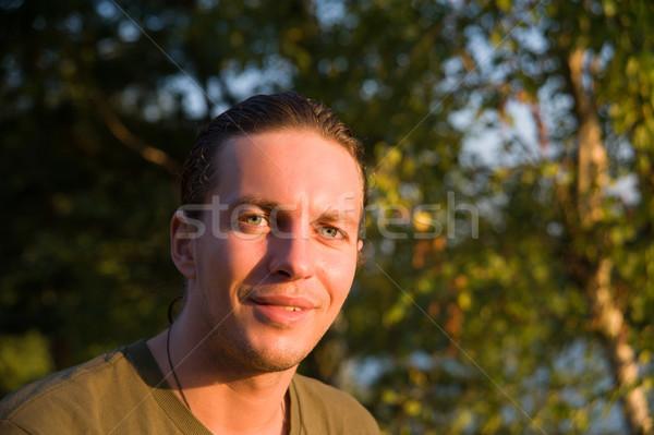 Portret człowiek młody człowiek uśmiechnięty wygaśnięcia drzew Zdjęcia stock © raduga21