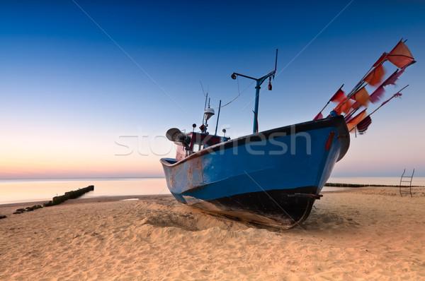 öreg halászhajók Balti-tenger part homokos tengerpart tapéta Stock fotó © rafalstachura