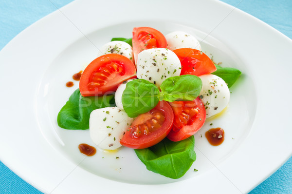 Caprese salatası bebek mozzarella kiraz domates peynir kırmızı Stok fotoğraf © rafalstachura