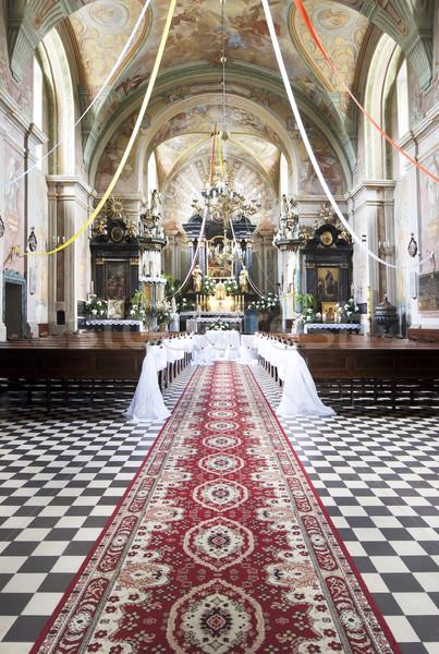Kilise iç dekore edilmiş düğün töreni sevmek çapraz Stok fotoğraf © rafalstachura
