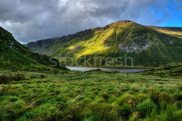 Campagne péninsule ensoleillée montagne lac paysage Photo stock © rafalstachura