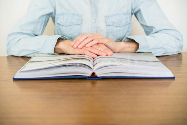 Leitura livro educação mãos livro aberto Foto stock © rafalstachura