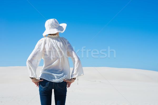 женщину Постоянный песчаная дюна девушки пустыне Сток-фото © rafalstachura