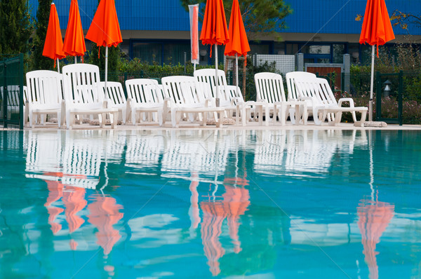 Piscine parapluies turquoise eau chaises arbre Photo stock © rafalstachura