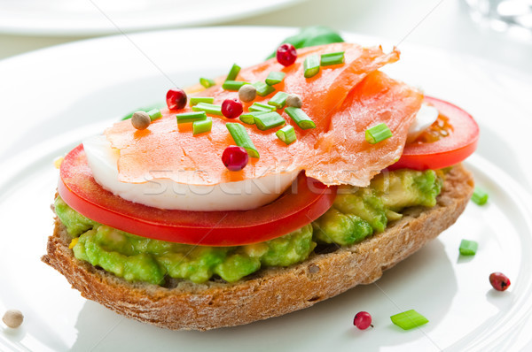 Sandwich avocat tomate oeuf poissons Photo stock © rafalstachura