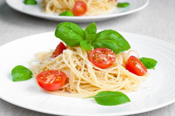 Spaghetti tomaat pasta kerstomaatjes basilicum plaat Stockfoto © rafalstachura