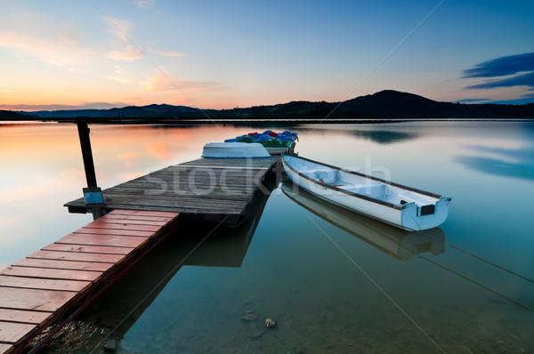 Boot meer zonsopgang water zon schoonheid Stockfoto © rafalstachura