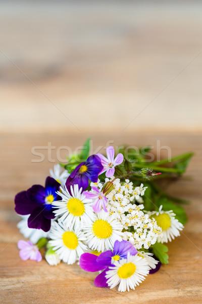 Coloré jardin fleurs table en bois bouquet Photo stock © rafalstachura