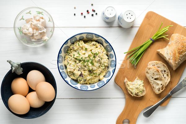 Uovo insalatiera erba cipollina bianco tavola fatto in casa Foto d'archivio © rafalstachura