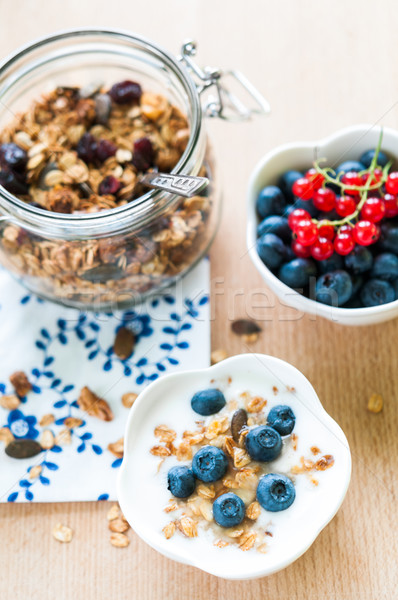 Saine déjeuner granola yogourt fraîches fruits Photo stock © rafalstachura