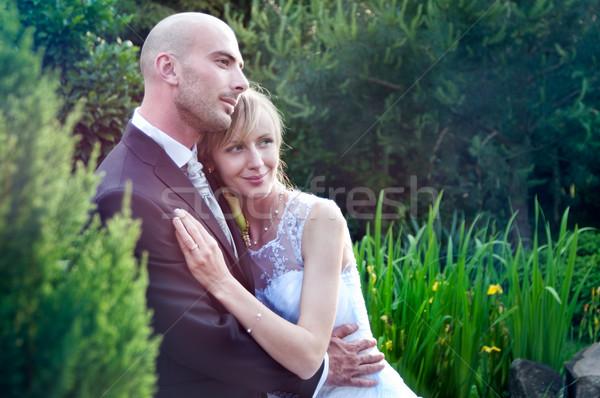 Mariage couple mariée marié posant jardin Photo stock © rafalstachura