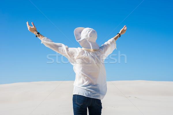女性 空気 立って 砂丘 ストックフォト © rafalstachura