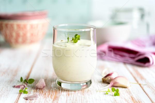 Hagyományos fokhagyma mártás üveg kesztyű fából készült Stock fotó © rafalstachura