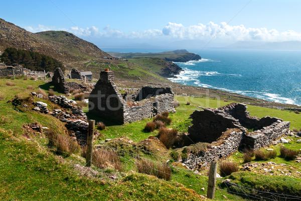 Verlaten steen huisje ruines historisch oude Stockfoto © rafalstachura