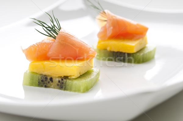 Salmone antipasto mango kiwi pesce Foto d'archivio © rafalstachura