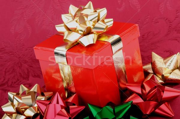 Kırmızı Noel hediye kutusu renkli yaylar altın Stok fotoğraf © RandallReedPhoto