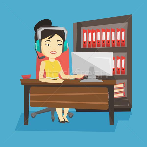 Kobieta gry gra komputerowa młodych szczęśliwy asian Zdjęcia stock © RAStudio