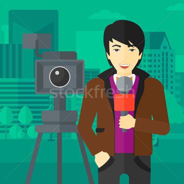 Tv muhabir çalışma kamera Asya ayakta Stok fotoğraf © RAStudio